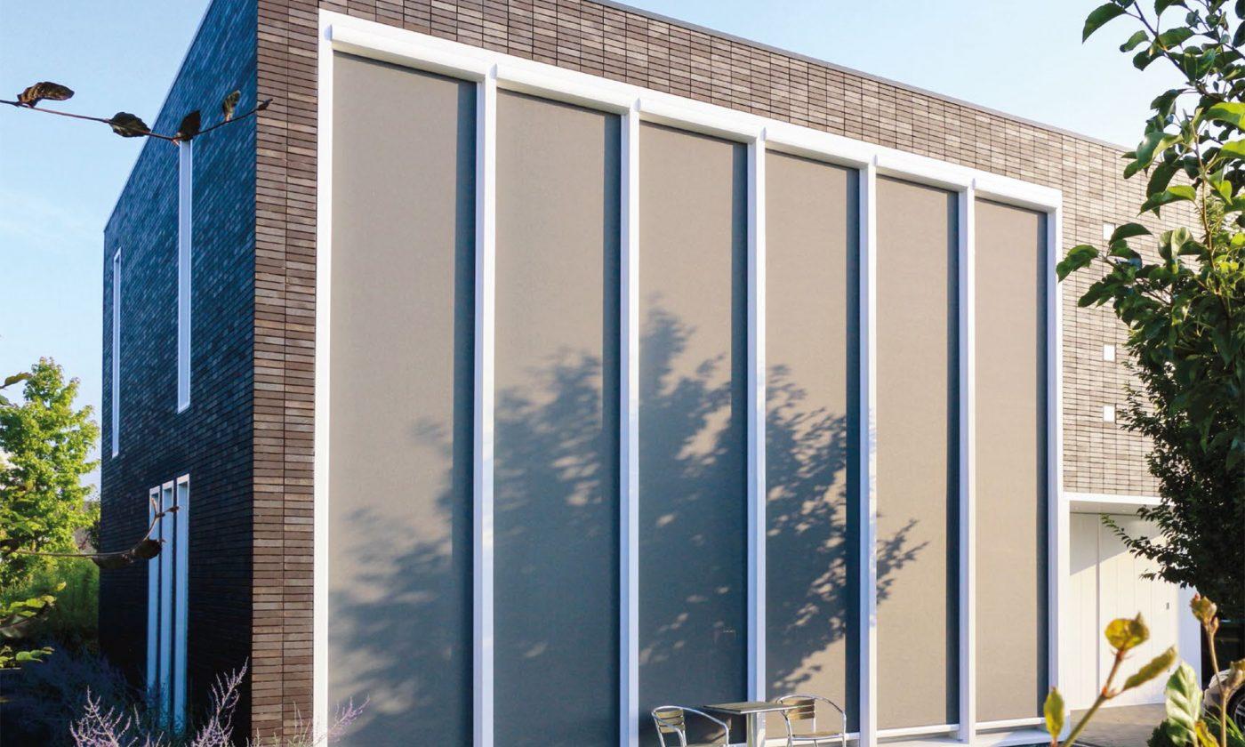 Zipscreens fra Viking Markiser hjælper med at holde solen ude og skaber et bedre indeklima